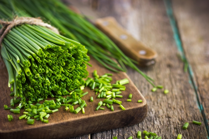 Bunch,Of,Fresh,Chives,On,A,Wooden,Cutting,Board,,Selective