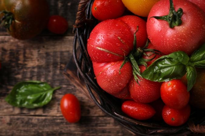 shutterstock_454912315 tomatoes Mar17