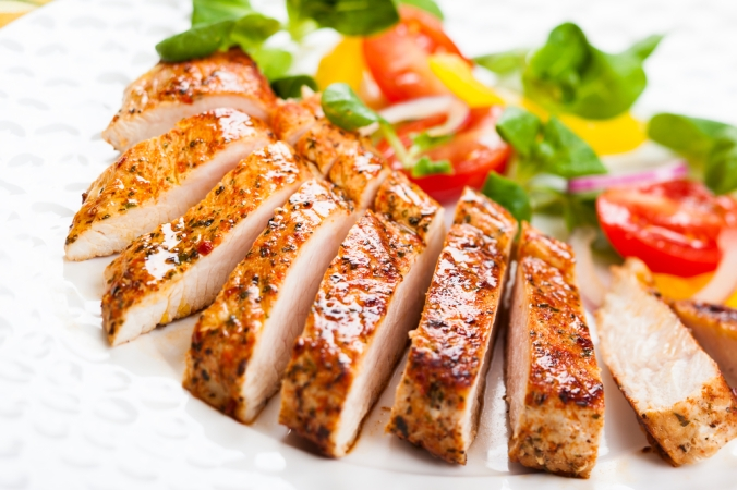 Grilled,Turkey,Breast,With,Salad