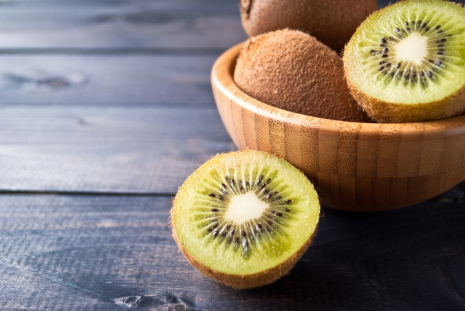 Kiwi,Fruit,In,A,Bowl,On,Wooden,Background.,Copy,Space