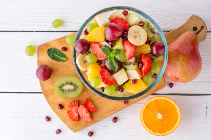 Healthy,Fresh,Fruit,Salad,In,Glass,Bowl,On,White,Wooden