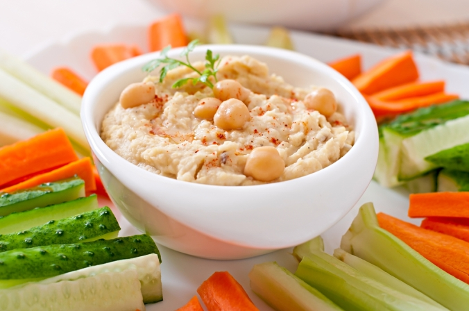 Hummus,With,Vegetables,On,Plate