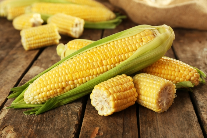Fresh,Corn,On,Cobs,On,Rustic,Wooden,Table,,Closeup