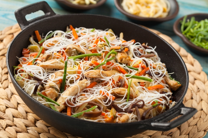 Rice,Noodles,With,Chicken,,Mushrooms,Mun,And,Vegetables,,Prepared,In
