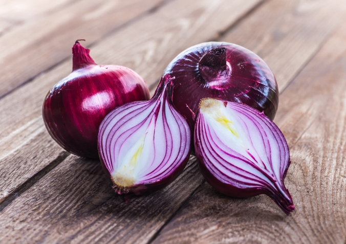 Red,Onions,On,Rustic,Wood